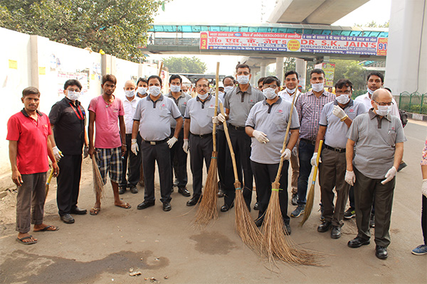 LMRC STARTS CLEANILINESS DRIVE AT ITS METRO STATIONS UNDER SWACHH BHARAT MISSION